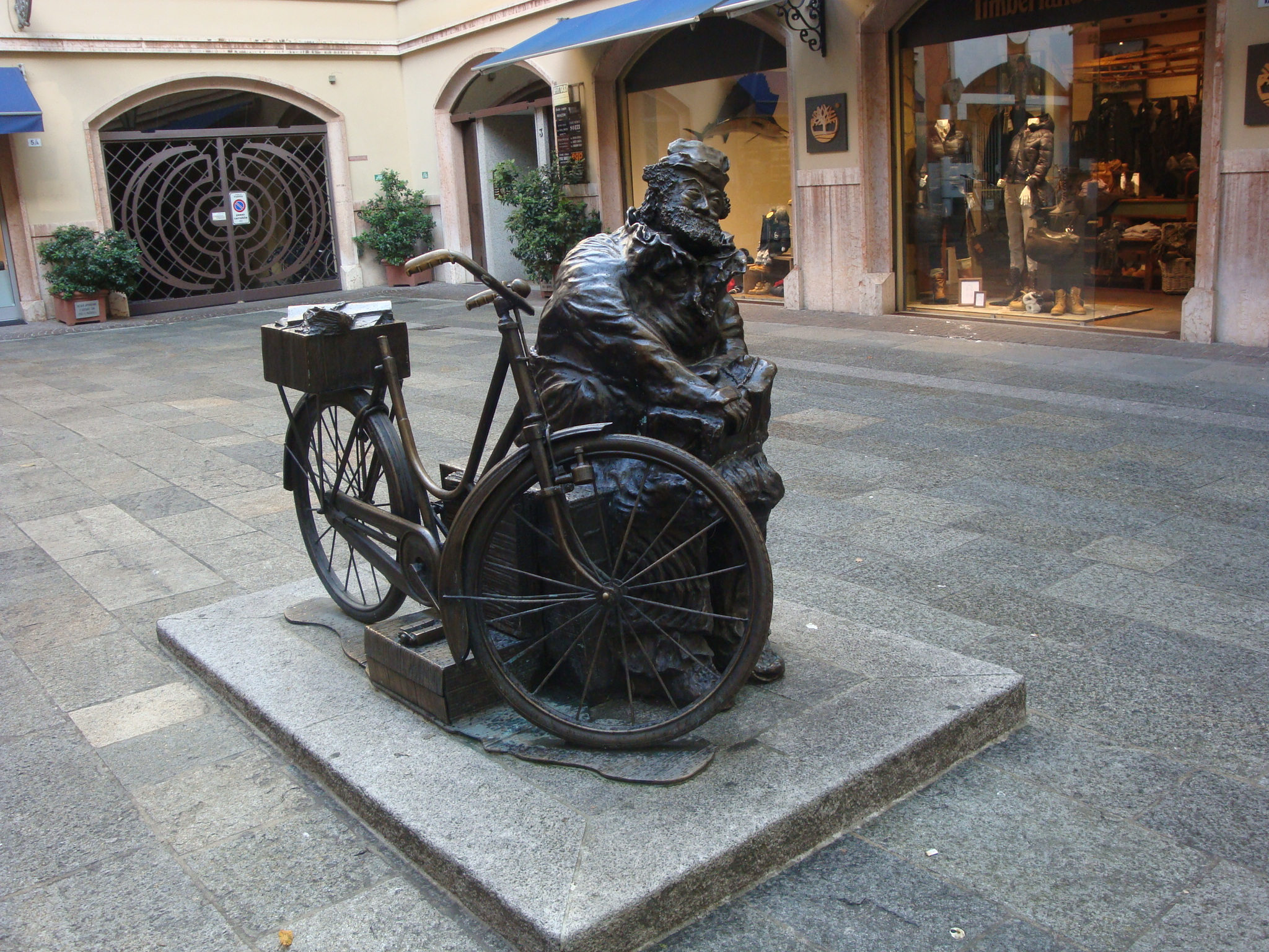 Our favorite statue, of a homeless man who lived in this piazza. Erected by the residents.