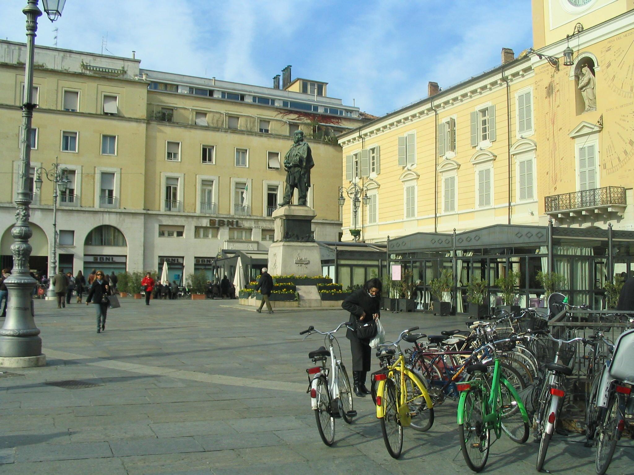 Piazza Garibaldi, the Center of activity
